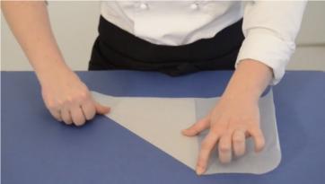 Come si fa il conetto di carta per decori?